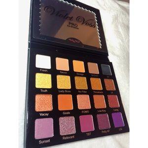 NWOT Violet Voss Hashtag Pro Eyeshadow Palette
